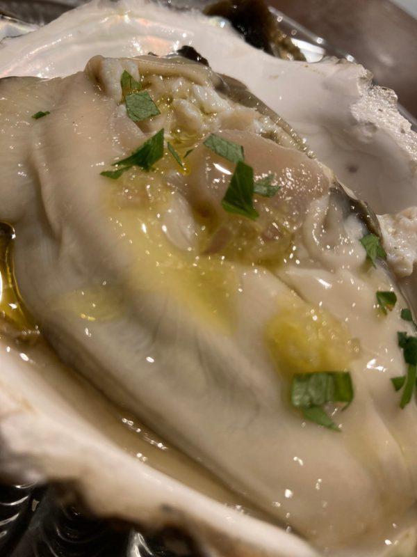 ポロとワインおすすめ【愛知県産 生岩牡蠣】